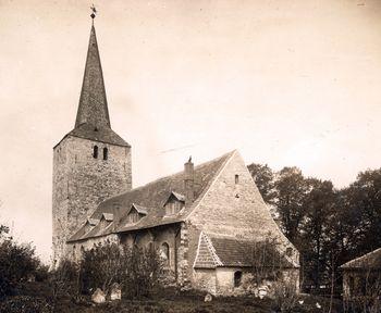 Abb. 1: Die Dorfkirche von Eilenstedt um 1929. Archivaufnahme des Landesamt für Denkmalpflege und Archäologie Sachsen-Anhalt. © Landesamt für Denkmalpflege und Archäologie Sachsen-Anhalt.