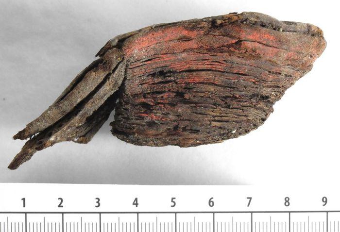 Abb. 5: Absatz mit roten Farbresten. © Landesamt für Denkmalpflege und Archäologie Sachsen-Anhalt, Heiko Breuer.
