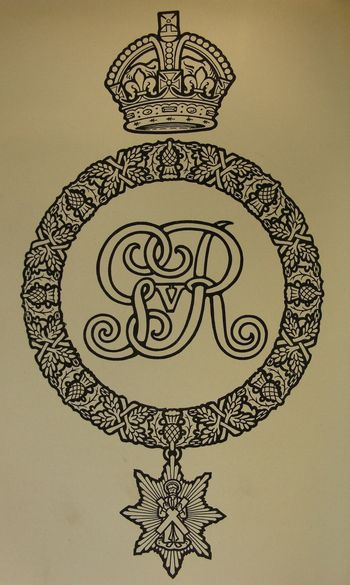 Abb. 16: Ab 1812 durften die Royal Scots auch die Distel-Kette als Emblem zu verwenden. J. C. Leask/H. M. McCance, The Regimental Records of The Royal Scots 1st Royal Regiment of foot (Dublin 1915) S. 682, Plate XLII, Nr. 1.