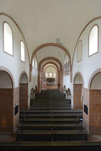 Abb. 2: Blick in den schmucklosen Innenraum zum Alterbereich. © Landesamt für Denkmalpflege und Archäologie Sachsen-Anhalt, Gunnar Preuß.
