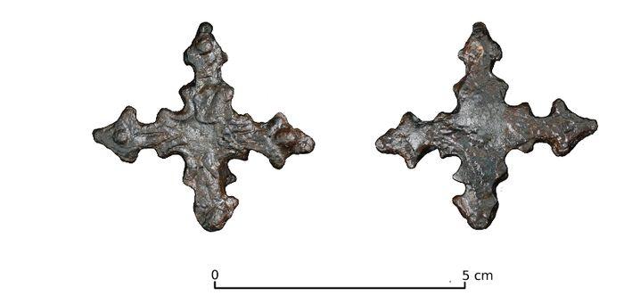 Abb. 5: Die eiserne Kreuzfibel von der Hildagsburg nach der Restaurierung. Maßstab 1:1. © Landesamt für Denkmalpflege und Archäologie Sachsen-Anhalt.