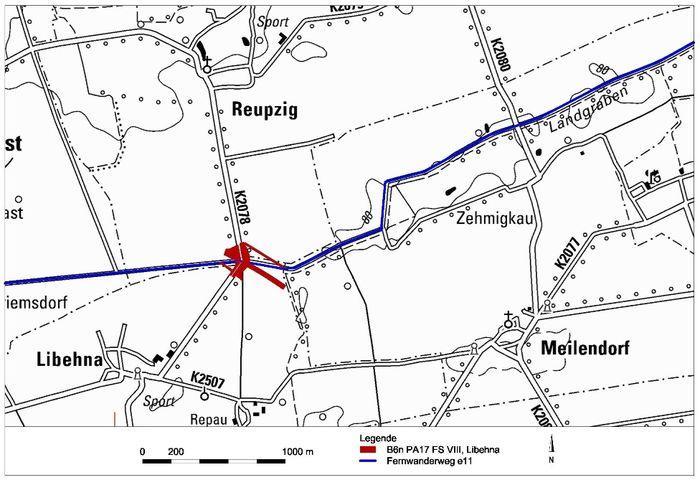 Abb. 1: Libehna, Landkreis Anhalt Bitterfeld. Lage der Fundstelle 8 (B6n PA17; rot) mit Verlauf des europäischen Fernwanderweges Nr. 11 (blau). © Landesamt für Denkmalpflege und Archäologie Sachsen-Anhalt, Andrea Hinz.
