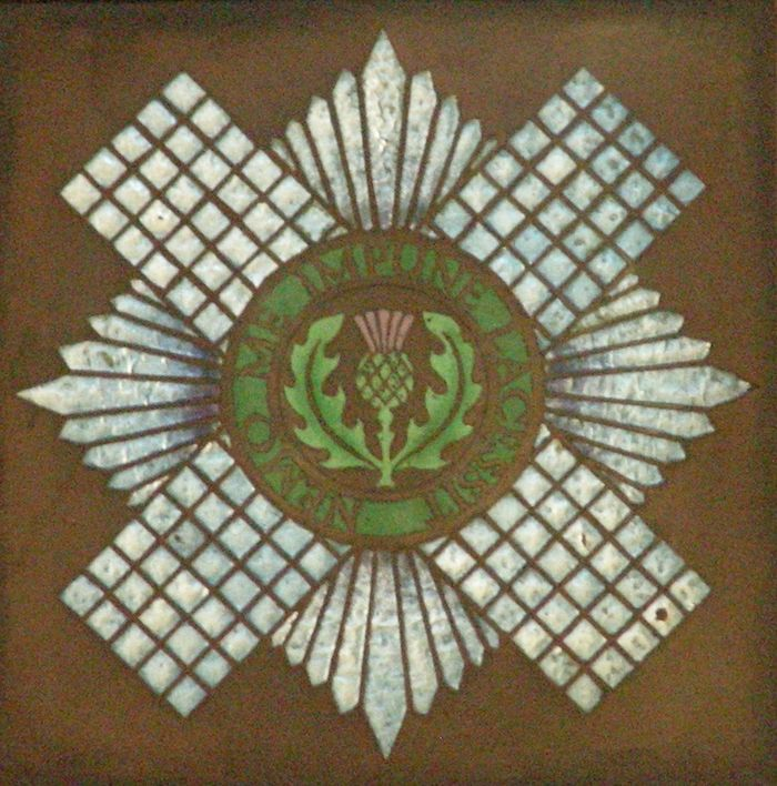 Abb. 11: Der sternförmige Distelorden. Einige Beispiele aus der St. Giles-Kathedrale. © Landesamt für Denkmalpflege und Archäologie Sachsen-Anhalt, Eva-Carmen Szabó.