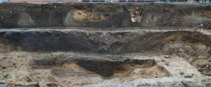 Abb. 3: Blick über den mächtigen inneren Graben des Kastells während der Ausgrabung. © Landesamt für Denkmalpflege und Archäologie Sachsen-Anhalt, Claudia Schaller.