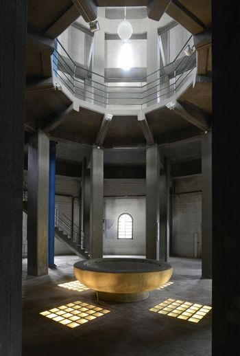 Abb. 2: Blick in den Innenraum mit dem Brunnenbecken. © Landesamt für Denkmalpflege und Archäologie Sachsen-Anhalt, Gunnar Preuß.