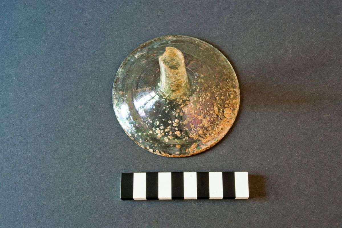 Abb. 19: Glasfunde aus Befund 33. © Landesamt für Denkmalpflege und Archäologie Sachsen-Anhalt, Jens Winter.