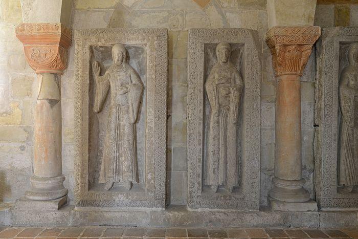 Abb. 1: Grabplatten der Äbtissinen Adelheid I. und Beatrix I. © Landesamt für Denkmalpflege und Archäologie Sachsen-Anhalt, Gunnar Preuß.