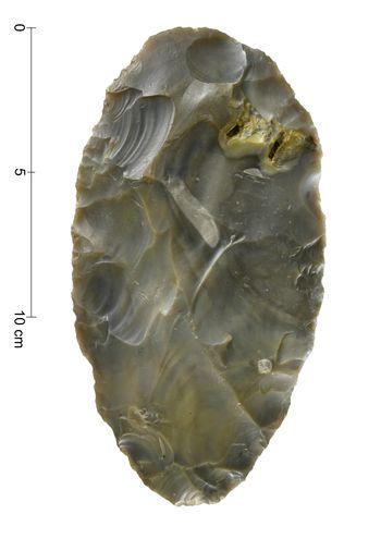 Abb. 6c: Der neue Faustkeil aus der südlichen Goitzsche, Ventralseite. © Landesamt für Denkmalpflege und Archäologie Sachsen-Anhalt, Andrea Hörentrup.