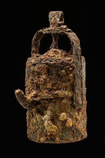Abb. 9: Grubenlampe (Karbidlampe), die zur Arbeit im Stollen benötigt wurde. © Landesamt für Denkmalpflege und Archäologie, Juraj Lipták.