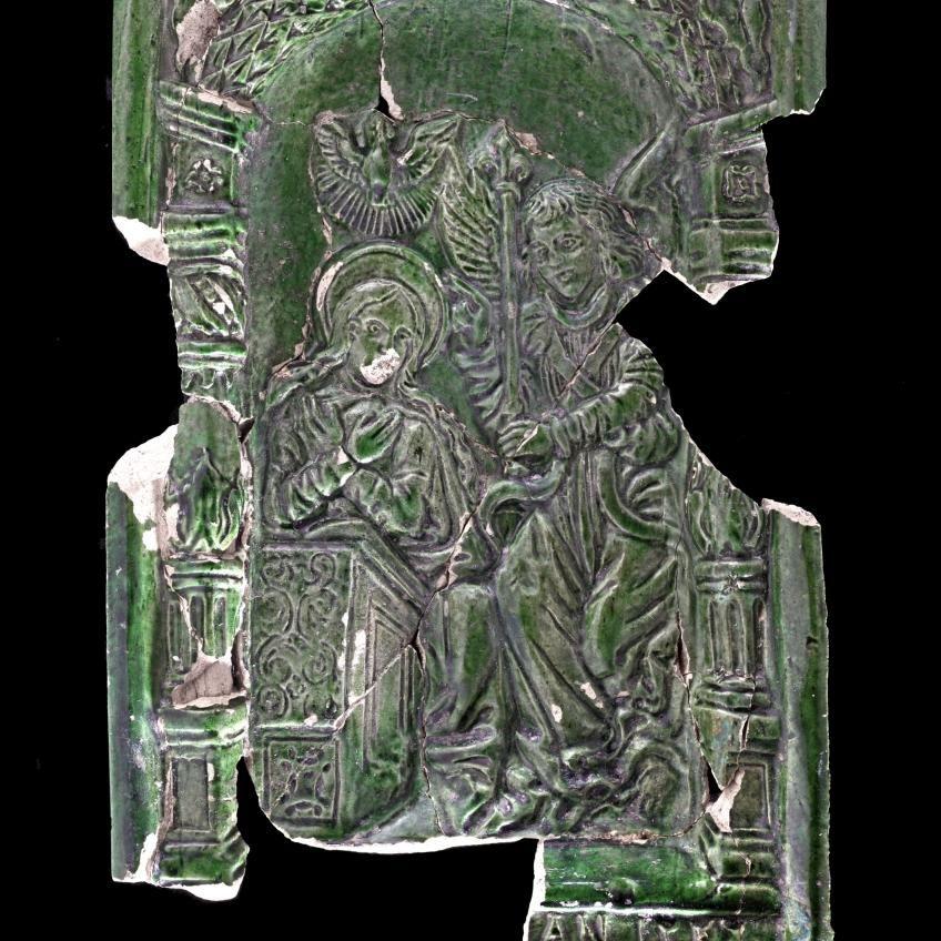 Berman-Kachel mit Szene aus dem Neuen Testament: Mariä Verkündigung. © Landesamt für Denkmalpflege und Archäologie Sachsen-Anhalt, Andrea Hörentrup.