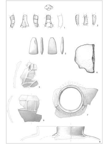 Abb. 7: Abbildung 7 zeigt neben der anthropomorphen Plastik (1, 2) ein Felsgesteinbeil (3), einen Mahlstein (4) sowie eine plastisch verzierte Flasche (5-8), die aus der linienbandkeramischen Siedlungsgrube geborgen wurden. Maßstab 1:2 / 5-8: Maßstab 1:3. © Landesamt für Denkmalpflege und Archäologie Sachsen-Anhalt, Umzeichnungen: K. Walter / S. Scheffler; Tafel: Madeline. Fröhlich.