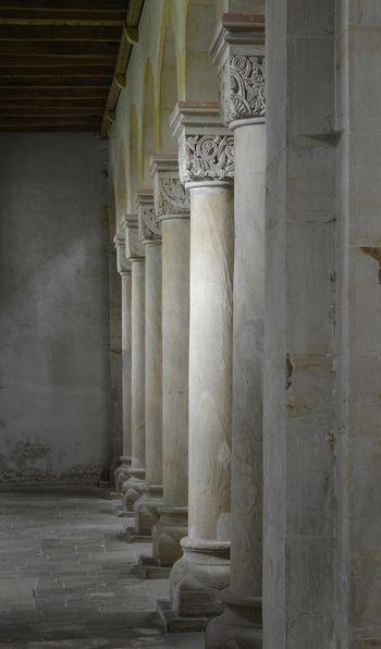 Abb. 2: Romanische Würfelkapitelle in der Hamerslebener Stiftskirche. © Landesamt für Denkmalpflege und Archäologie Sachsen-Anhalt, Gunnar Preuß.