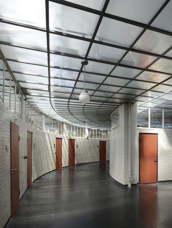 Abb. 3: Die Innenwände bestehen im oberen Teil aus Glas. © Landesamt für Denkmalpflege und Archäologie Sachsen-Anhalt, Gunnar Preuß.