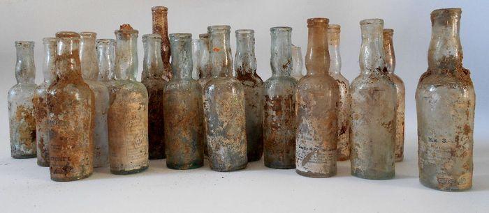 Abb. 8: Glasfläschchen von »Reichel Essenzen«. © Landesamt für Denkmalpflege und Archäologie Sachsen-Anhalt, Donat Wehner.