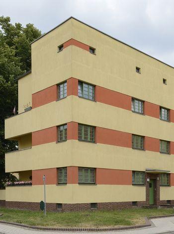 Abb. 2: Außenansicht eines Kopfbaus mit Loggien. © Landesamt für Denkmalpflege und Archäologie Sachsen-Anhalt, Gunnar Preuß.