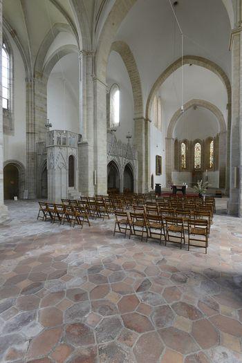 Abb. 1: Blick in den Innenraum der ehemaligen Benediktiner-Klosterkirche. © Landesamt für Denkmalpflege und Archäologie Sachsen-Anhalt, Gunnar Preuß.