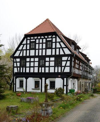 Abb. 2: Außenansicht des sogenannten Weberhauses von Krimmitzschen. © Landesamt für Denkmalpflege und Archäologie Sachsen-Anhalt, Gunnar Preuß.