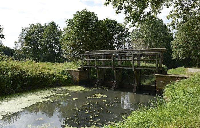 Abb. 1: Holzschleuse am Friedrichskanal. © Landesamt für Denkmalpflege und Archäologie Sachsen-Anhalt, Gunnar Preuß.