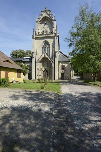 Abb. 1: Außenansicht mit auf das Hauptportal.  © Landesamt für Denkmalpflege und Archäologie Sachsen-Anhalt, Gunnar Preuß.