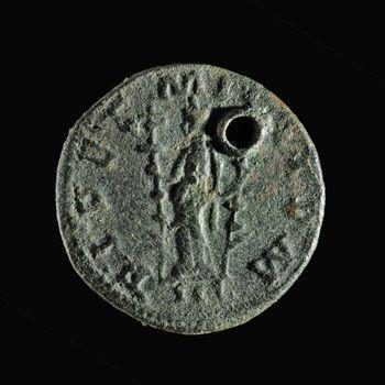 Abb. 8: Befund 24. Rückseite der Münze. © Landesamt für Denkmalpflege und Archäologie Sachsen-Anhalt, Andrea Hörentrup.