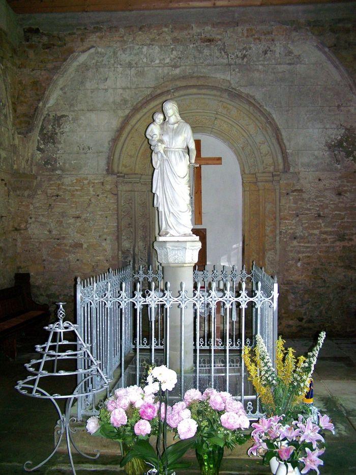 Abb. 5: Die Statue der Heiligen Maria in der Kapelle. Foto: Reinhard Duckstein.