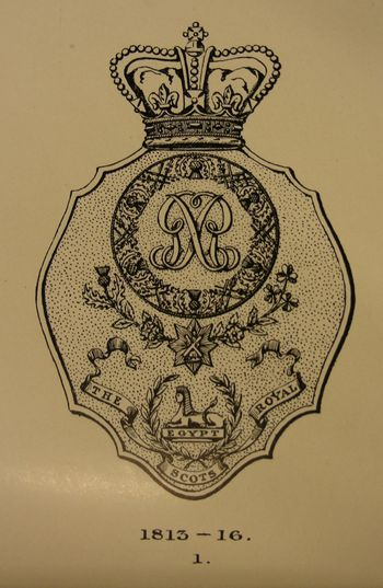 Abb. 15: Ab 1812 durften die Royal Scots auch die Distel-Kette als Emblem zu verwenden. J. C. Leask/H. M. McCance, The Regimental Records of The Royal Scots 1st Royal Regiment of foot (Dublin 1915) S. 682, Plate XLII, Nr. 1.