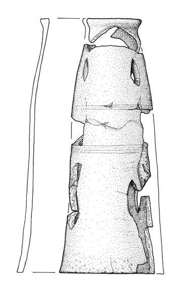 Abb. 5: Hohe Brennröhre mit Verzierung aus Befund 1, Marstallstraße 7, Wittenberg; Höhe 45 Zentimeter. © Landesamt für Denkmalpflege und Archäologie Sachsen-Anhalt, Maria Albrecht.
