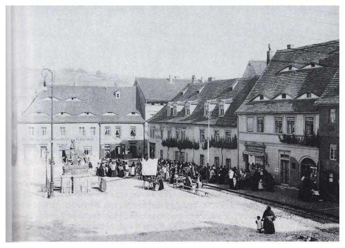 Abb. 2: Der historisches Marktplatz von Freyburg; Fotografie 6. Juni 1904. Säckl 1994, 91 m. Abb