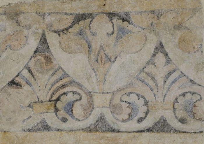 Abb. 4: Detailaufnahme des reich verzierten Palmettenornamentbands. © Landesamt für Denkmalpflege und Archäologie Sachsen-Anhalt, Gunnar Preuß.