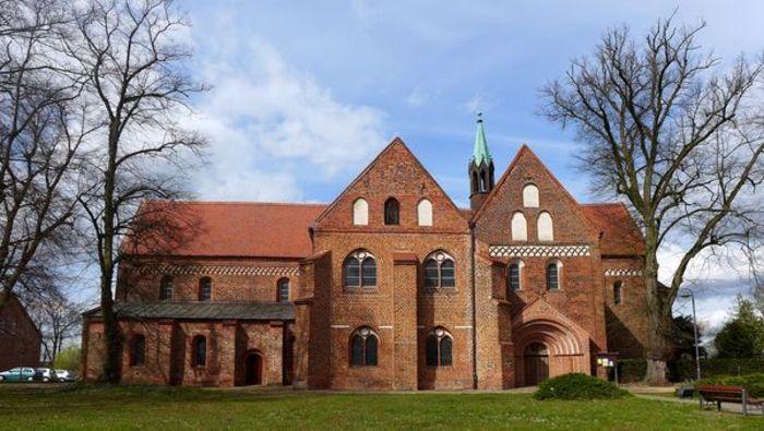 Abb. 1: Außenansicht der Kirche des ehemaligen Benediktinerinnenklosters in Arendsee. © Landesamt für Denkmalpflege und Archäologie Sachsen-Anhalt, Gunnar Preuß.