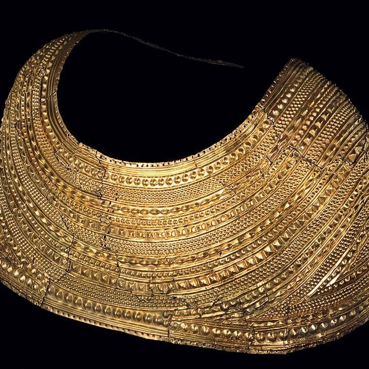Cape von Mold (British Museum, London). © The Trustees of the British Museum.