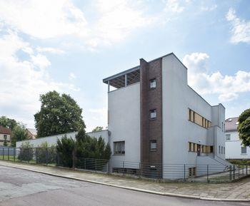 Abb. 2: Hochaufragender Treppenturm des Hauses Krojanker. © Landesamt für Denkmalpflege und Archäologie Sachsen-Anhalt.