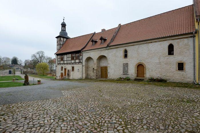 Abb. 3. Wohn- und Wirtschaftsgebäude mit anschließendem Fachwerkturm. © Landesamt für Denkmalpflege und Archäologie Sachsen-Anhalt, Gunnar Preuß.