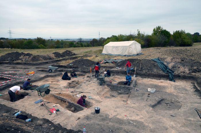 Abb. 3: Das Grubenhaus während der Ausgrabung. © Friedrich-Schiller-Universität Jena, E. Paust.
