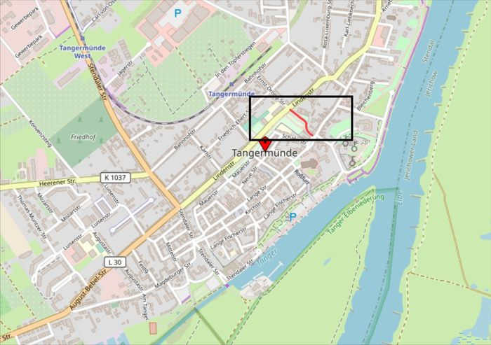 Abb. 1: Stadtplan Tangermünde mit Detailrahmen und roter Markierung der Grete Minde Straße. © OpenStreetMap-Mitwirkende, CC BY-SA 2.0.