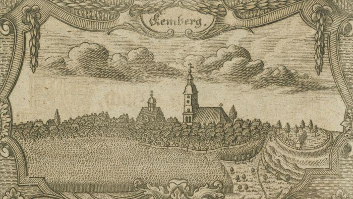 Abb. 2: Kupferstich der Stadt Kembergmit der ältesten Darstellung des Burgwalls (ganz rechts mit Zaun und Leichenhalle) von 1787. Nach Neumann 1787, Kalenderblatt März.