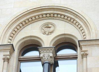 Abb. 3: Ein Drache an der Nordfassade des Postamts in Halle (Saale). © Landesamt für Denkmalpflege und Archäologie Sachsen-Anhalt, Donat Wehner.