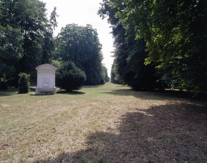 Abb. 2: Sogenannter Pegasusbrunnen im Landschaftspark Luisium. © Landesamt für Denkmalpflege und Archäologie Sachsen-Anhalt, Gunnar Preuß.